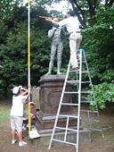 ジェンナー像の高さは何センチ?