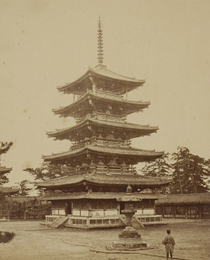 A photograph taken during the Jinshin Survey of the five-story tower of Horyu-ji Temple (Photo by YOKOYAMA Matsusaburo)