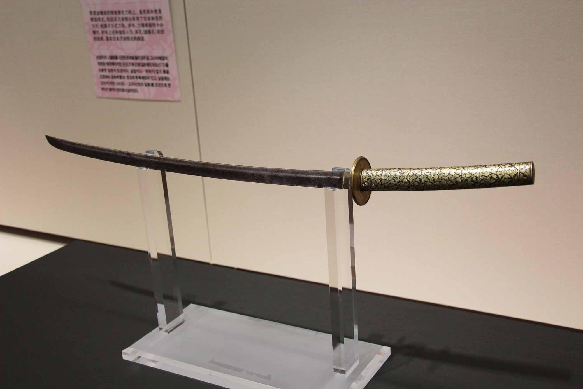 柄に模様がある日本刀がかっこいい