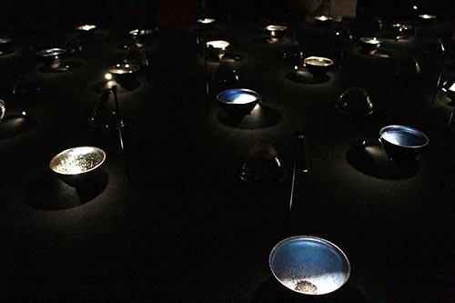 茶碗の煌めきは星の瞬き。第1室展示台の茶碗