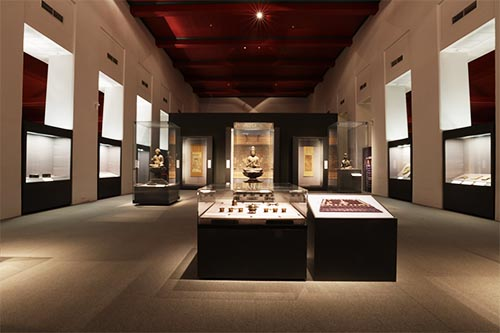 「2章 仏教美術」の展示の様子
