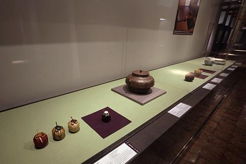 「第4章 禅と茶の湯」の展示の様子