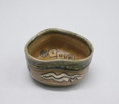 織部沓形茶碗 美濃 江戸時代(個人蔵)