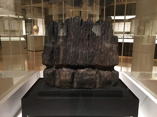 重要文化財 彫刻木柱