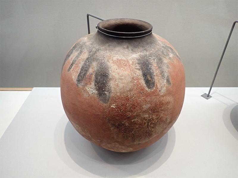 彩文壺形土器