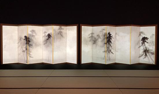 朝もやの中の松林
