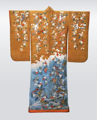 振袖 染分縮緬地枝垂桜菊短冊模様 江戸時代・18世紀