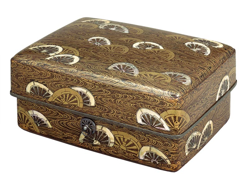 Tebako (Cosmetic box), Wheels-in-stream design in maki-e lacquer and mother-of-pearl inlay