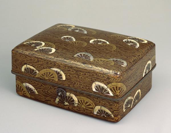 国宝 片輪車蒔絵螺鈿手箱の写真
