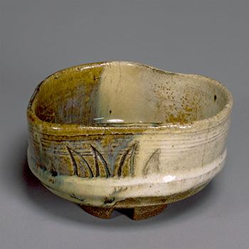 片身替釉茶碗 銘 深山路 高取 江戸時代・17世紀