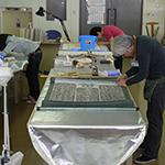 奥州市埋蔵文化財センターで行った拓本の安定化処理作業