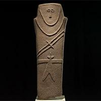 Anthropomorphic stele, Qaryat al-Kaafa, c.3500-2500 BC (National Museum, Riyadh, Saudi Arabia)