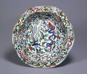 """Image of """"Six lobed bowl with everted flat rim with design of dragons and phoenixes in overglaze enamels."""""""