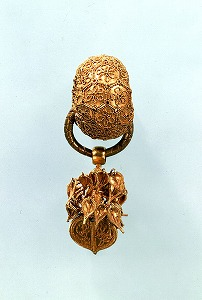"""Image of """"Earring, gold."""""""