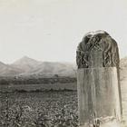 『阿史那忠碑より九嵕山を望む(部分) 関野貞撮影 明治39年(1906) 竹島卓一氏寄贈』の画像